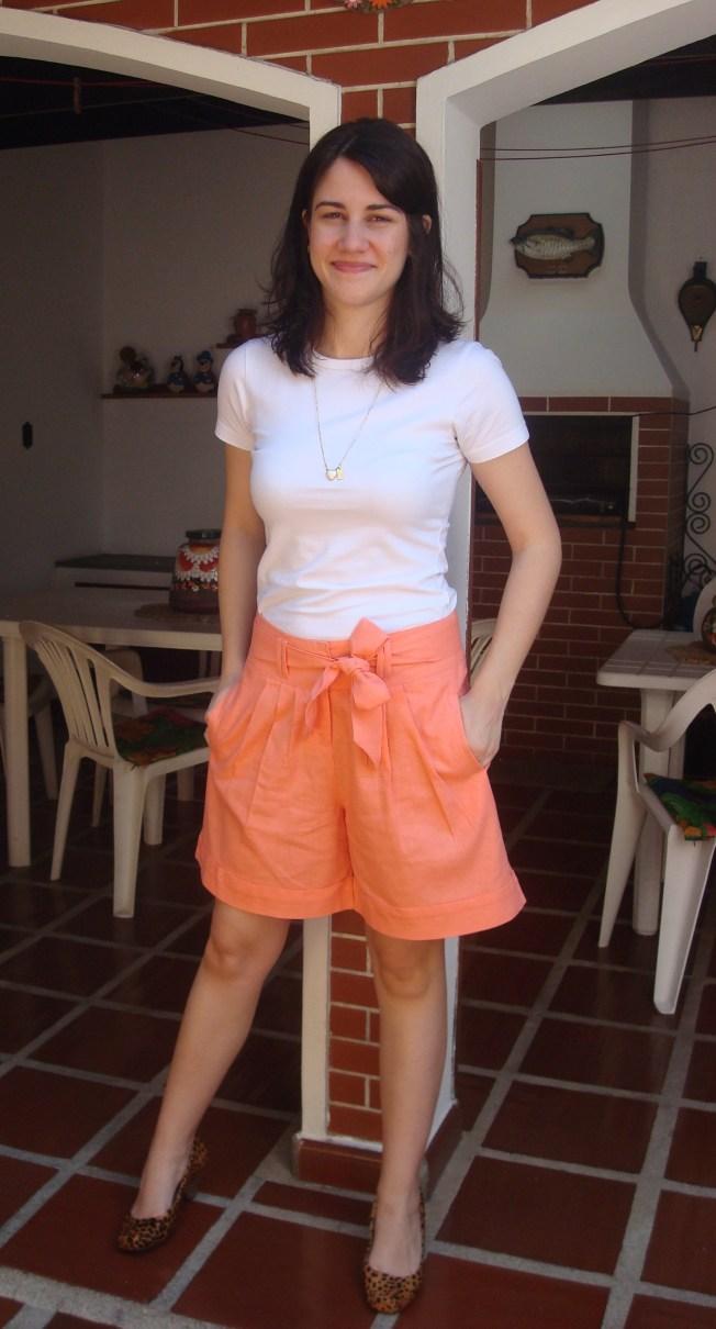 Bermuda larguinha, quase uma saia calça, para quem ainda tem lindas pernas, use e abuse! (não é o meu caso, infelizmente, mas tudo bem, )